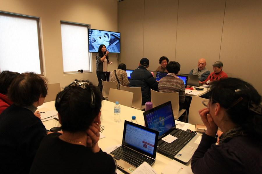 如今已进入一个数字化时代,我们希望所有的中老年人能跟得上时代节奏,能掌握电脑的知识,丰富老年人精神文化生活,提高自身修养,让他们感受现代科技给生活带来的便捷,也让他们知道科技发展的趋势。澳洲华人中老年人协会(SASA)决定为老年人们开办电脑培训班,让老年人掌握电脑的基础知识。 澳洲华人中老年人协会(SASA)系由澳大利亚龙腾地产集团于2012年发起并组织的一家非营利、非官方、非政治性社团组织。SASA 旨在丰富在澳中老年华人的文娱生活,通过经常性组织集体活动及创设兴趣小组,为澳中老年华人在澳洲提供一个文